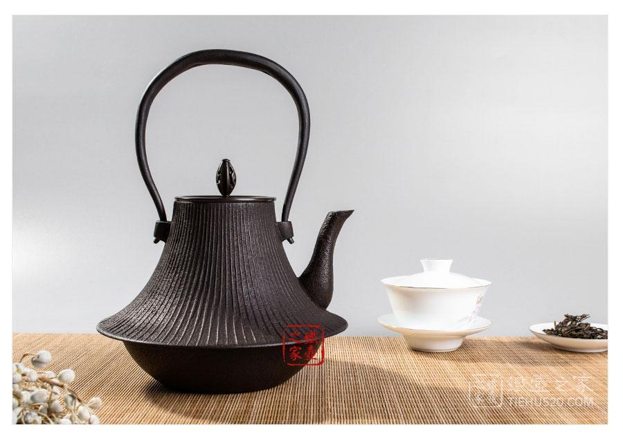 畠春斋  富士形筋文铁瓶展示图