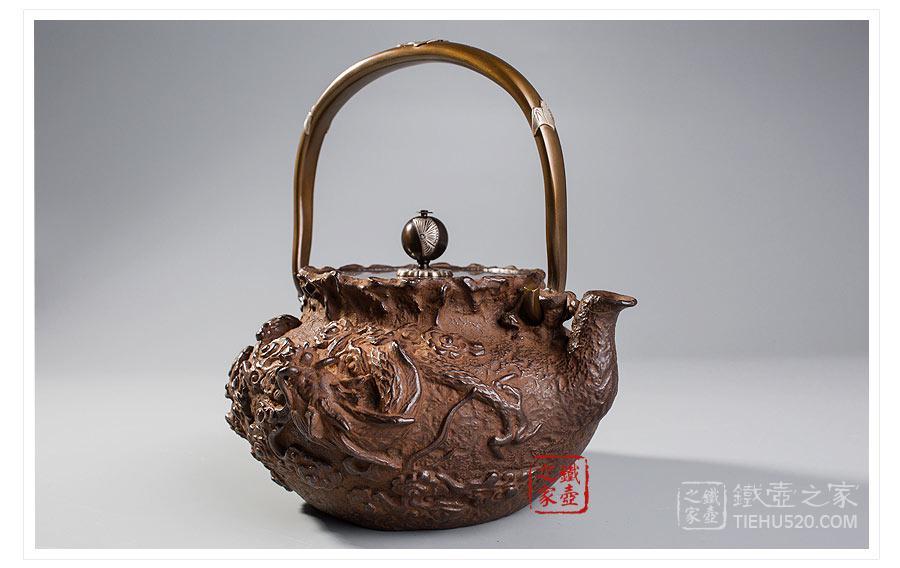 高陵金寿堂 复刻龟文堂宝袋形云龙铁壶展示图