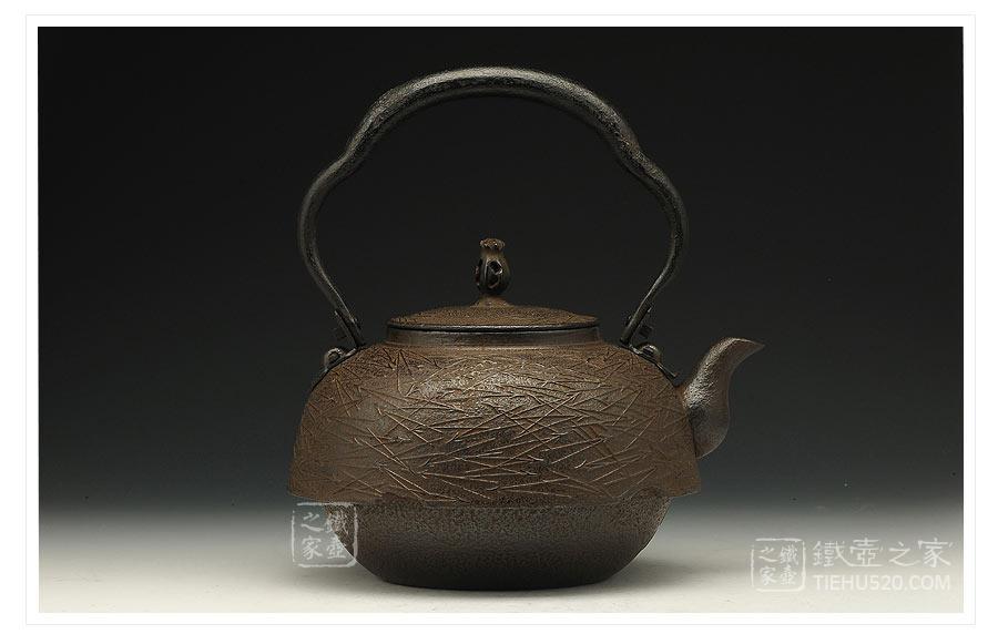 薰山工房 尾垂松叶砂铸铁壶展示图