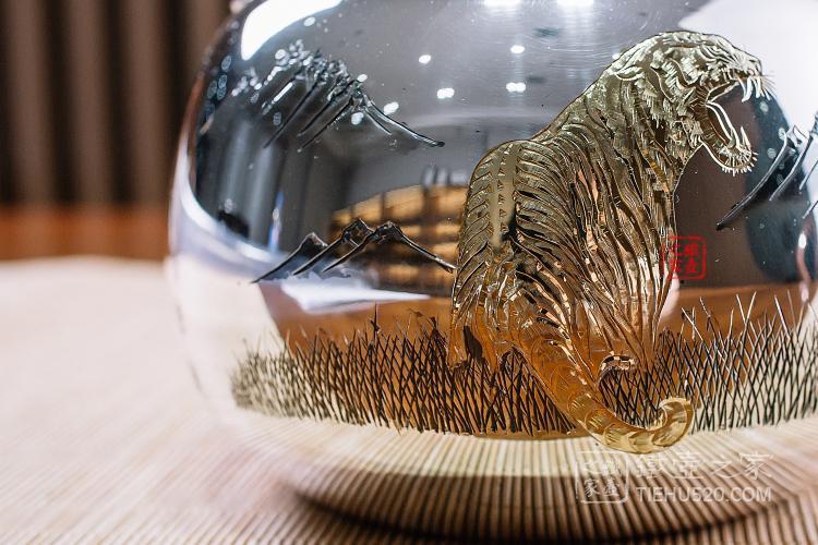 虎雕金银壶
