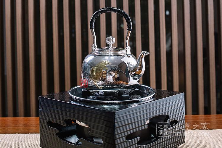 日本金工师作虎雕金银壶
