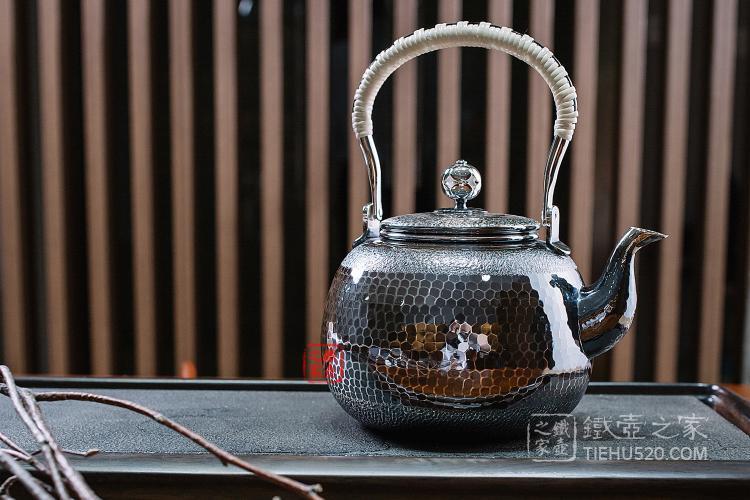 日本龟甲纹银壶