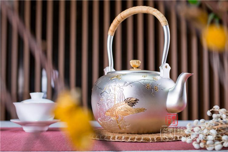 森川荣月手作雕金银壶
