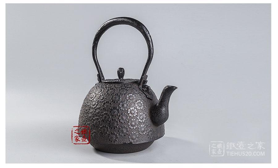 薰山工房 南部形樱纹铁壶 展示图