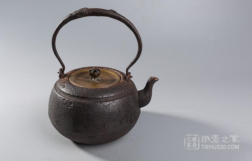 畠春斋  老铁壶展示图
