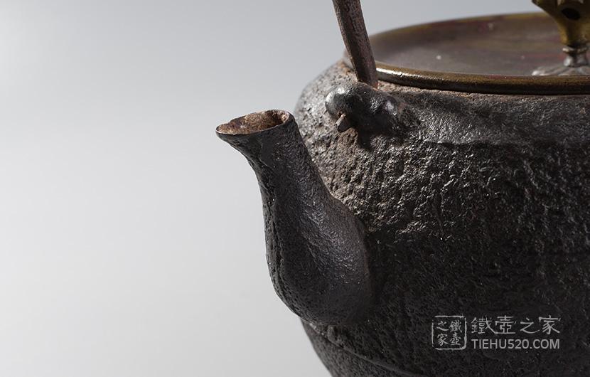 四代木越 广口型老铁壶展示图