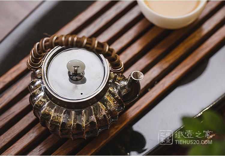 承合银器 玉环摘筋纹熏色藤编提梁急须/泡茶壶展示图