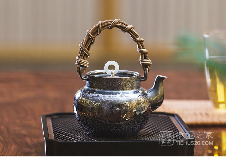 承合银器 玉环摘锤纹熏色藤编提梁急须/泡茶壶展示图
