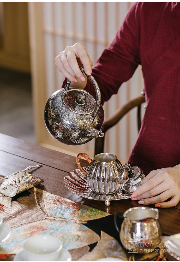 晓诚金工 丸型锤目纹炮口薰色纯银银壶展示图